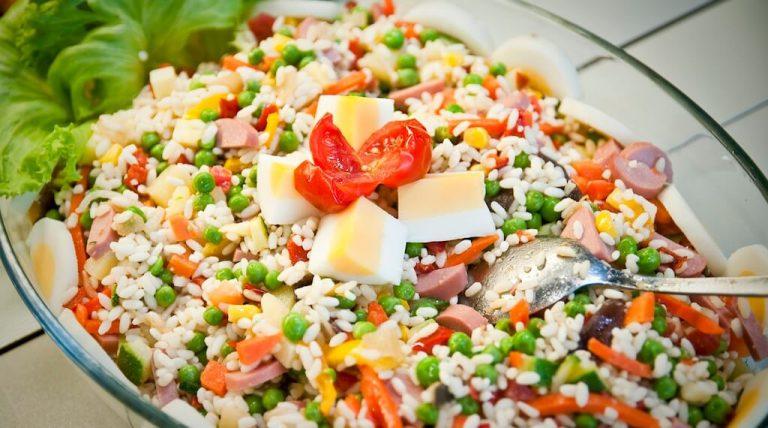 Ricetta insalata di riso: gli ingredienti e come prepararla