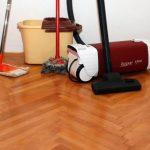 Come pulire il parquet: i consigli per il tipo di pavimento più delicato