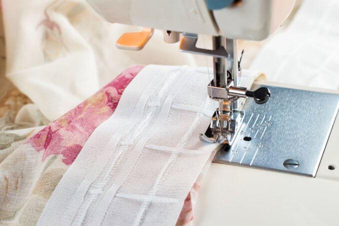 Cucire tende, come farlo e quali strumenti ci occorrono