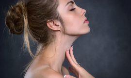 Cos'è lo yoga facciale: la nuova tecnica giapponese per viso e collo