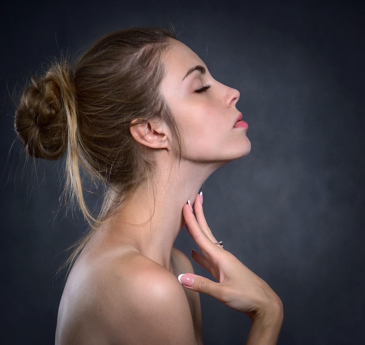You are currently viewing Cos'è lo yoga facciale: la nuova tecnica giapponese per viso e collo